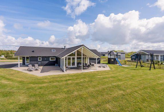 Modernes Ferienhaus mit Aktivitätsraum und Wellnessbereich