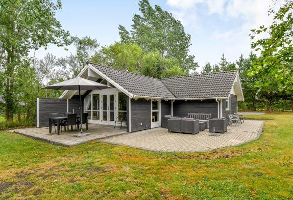 GepflegtesFerienhaus für kleine Familie mit Kaminofen inJegum