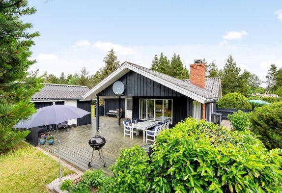 Gemütliches Ferienhaus mit Kaminofen auf idyllischem Waldgrundstück