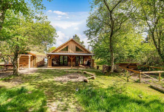 Einzigartiges Ferienhaus am Wald mit Feuerplatz und Hundeauslauf