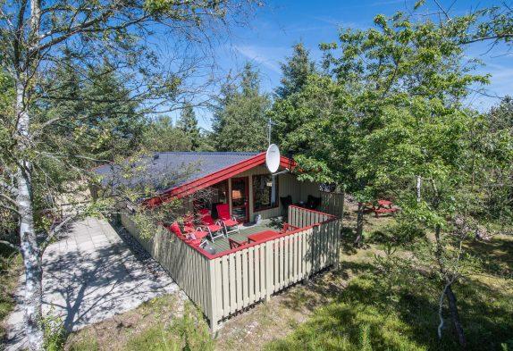 Einladendes Holzferienhaus mit Sauna und tollen Terrassen