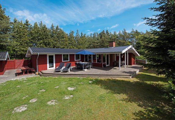 Dänisches Holzhaus in idyllischer Umgebung