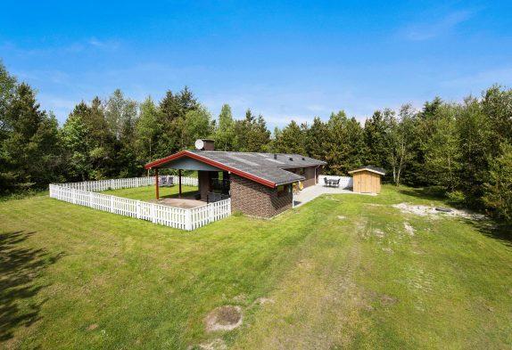 Gemütliches Ferienhaus mit Sauna auf grossem Naturgrundstück