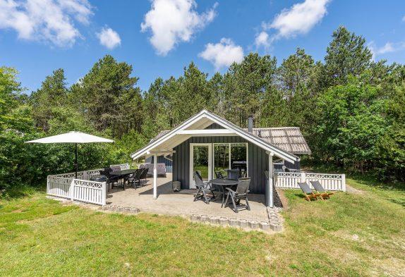Großzügig ausgestattetes Holzhaus in ruhiger Lage