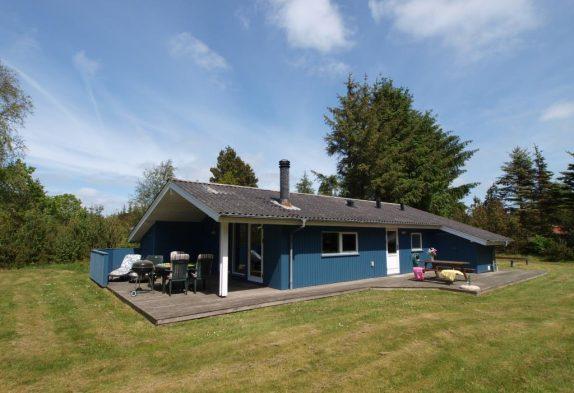 Gemütliches Sommerhaus auf geschütztem Rasengrundstück