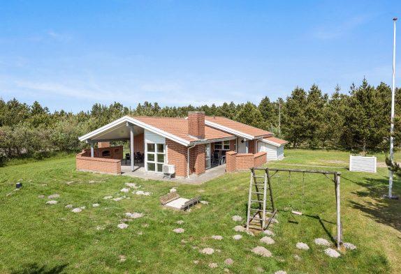 Ferienhaus mit überdachter Terrasse und Sauna in Houstrup