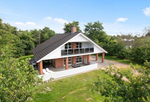 Schönes Ferienhaus mit Wellnessabteil und Balkon