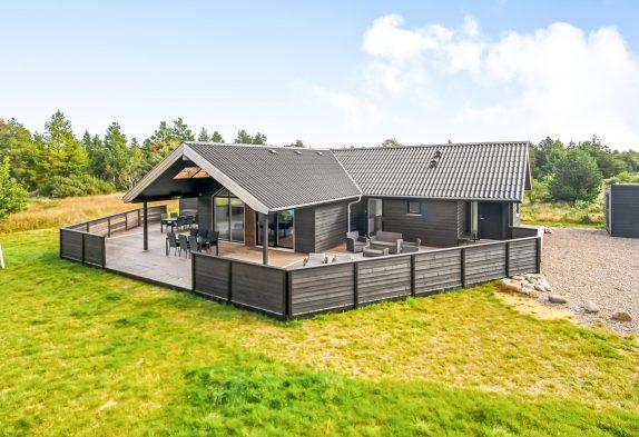 Neues luxuriöses Aktivitätshaus mit fantastischer Terrasse