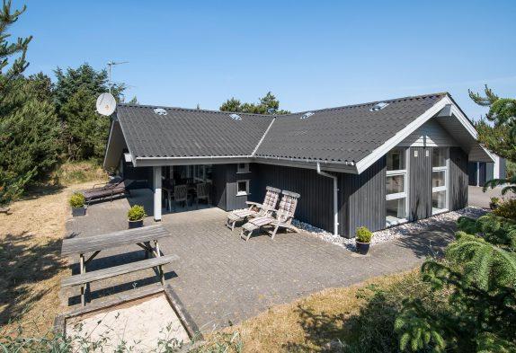 Helles Ferienhaus mit Sauna und Whirlpool in Henne