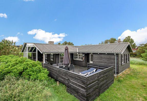 Gemütliches Holzferienhaus auf grossem Dünengrundstück
