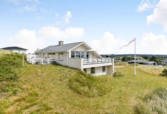Strandnah gelegenes Ferienhaus mit Meerblick in Henne Strand
