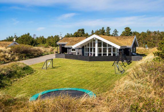 Top gepflegtesFerienhausmit Sauna und Whirlpool in Henne Strand