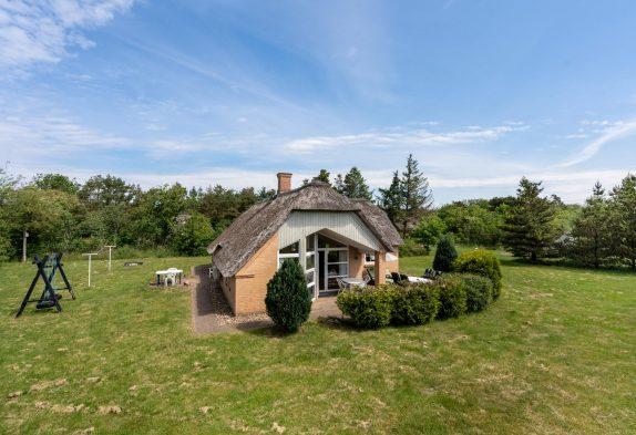 Ruhig gelegenes Ferienhaus inHennebymit Sauna und Whirlpool