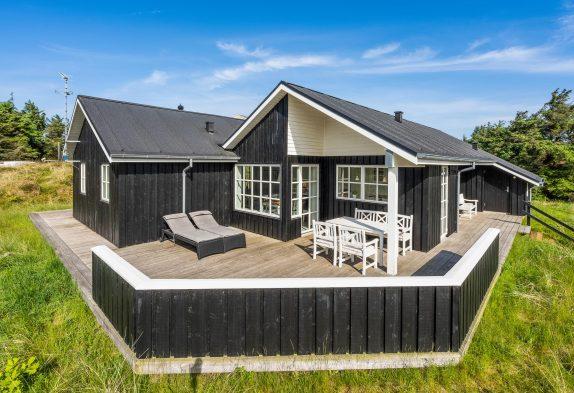 Strandnahes Sommerhaus mit Infrarotsauna & Whirlpool inVejers