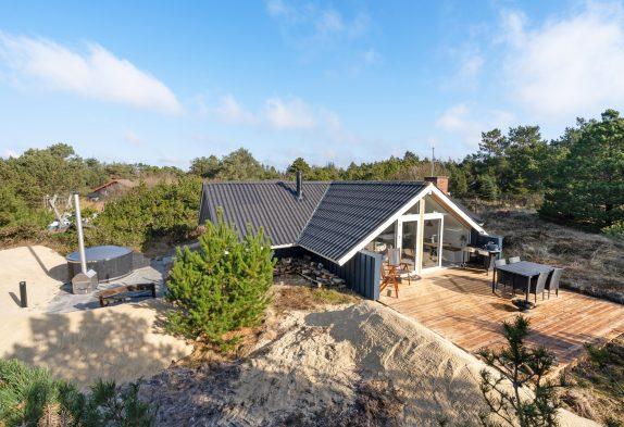 Schönes Ferienhaus für 6 Personen inVejers–mit Badetonne!