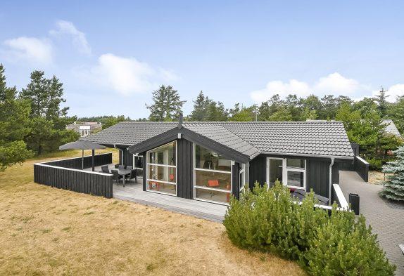 Tolles Qualitätssommerhaus mit Aktivitätsraum, Sauna und Whirlpool