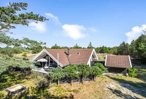 Gemütliches Sommerhaus mit Kamin in schöner Natur