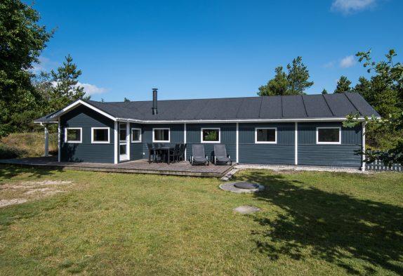 Schönes Ferienhaus mit Sauna, Whirlpool und Trampolin im Garten