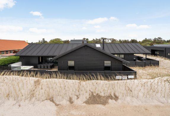 Luxuriöses Aktivitätsferienhaus mit Swimmingpool in zentraler Lage Blåvands