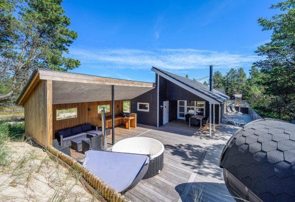 Modernes Ferienhaus, zentral gelegen, Aussensauna