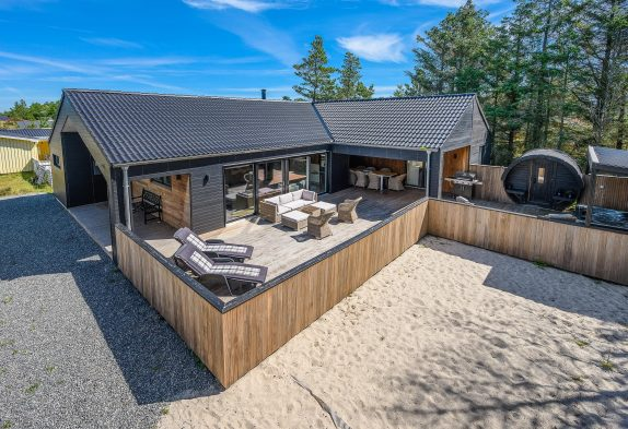 Luxusaktivitätshaus mit Sauna und Aussenwhirlpool