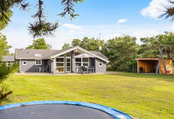 Holzhaus mit Sauna, Whirlpool und großem Naturgrundstück