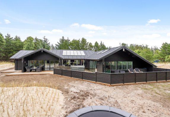Großes Luxus-Ferienhaus mit Pool und Wellnessbereich
