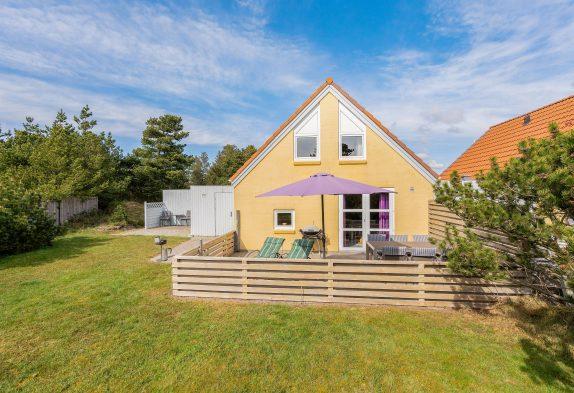 Gemütliches Ferienhaus mit Sauna und Whirlpool, zentral in Blåvand