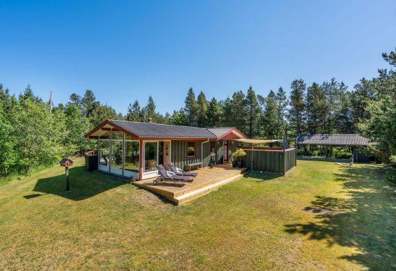 Gemütliches Sommerhaus mit Wintergarten und herrlichen Terrassen