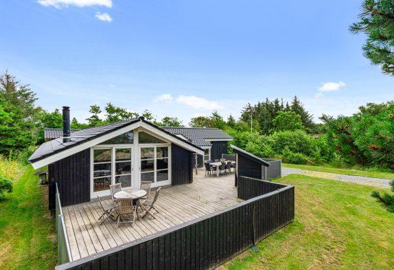 Strandnahes Ferienhaus mit Whirlpool und Sauna