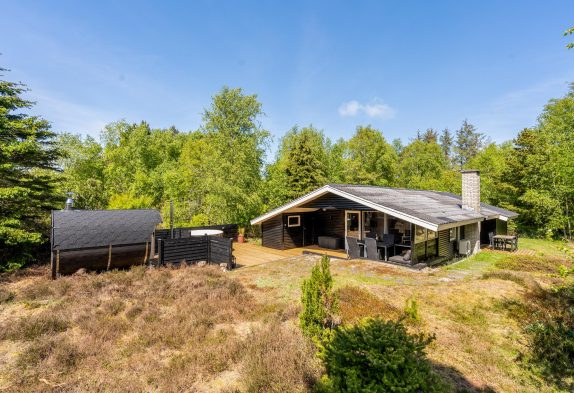 Charmantes Sommerhaus mit Außensauna und Badetonne