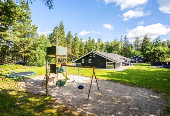 GepflegtesPoolhausmit Sauna und Whirlpool für 12 Personen inHo
