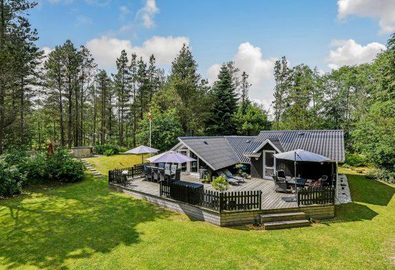Wunderschönes Ferienhaus mit Badetonne undAußensaunainHo