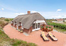 Gemütliches Ferienhaus mit Whirlpool, Infrarotsauna und grosser Terrasse auf einem geschützten Dünengrund. Kat. nr.: B2130, Bilbergsvej 81;