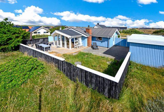 Nettes Ferienhaus mit großer Terrasse. Hund erlaubt