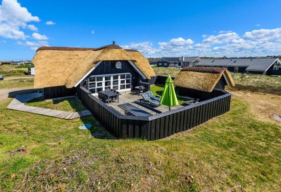 Reetgedecktes Ferienhaus an der dänischen Westküste