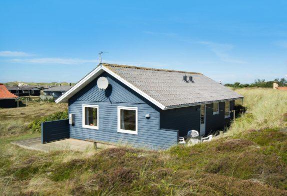 Naturgrundstück nah am Strand, renoviertes Ferienhaus