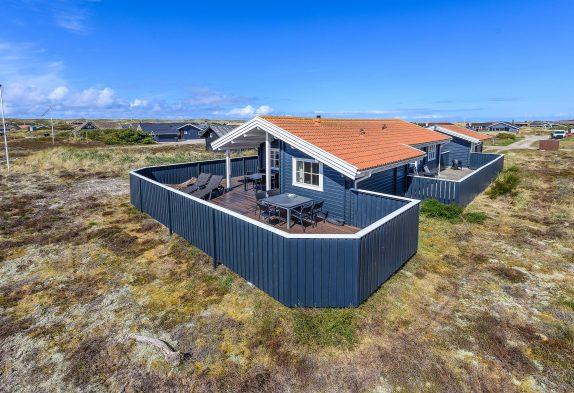 Gepflegtes Holzsommerhaus am Meer mit tollen Terrassen
