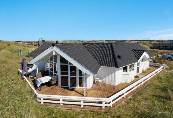 Hell eingerichtetes Ferienhaus, nur 200m zum Sandstrand