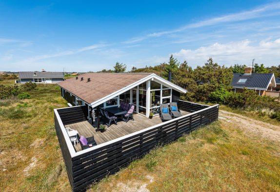 Renoviertes Ferienhaus mit abgeschirmter Terrasse