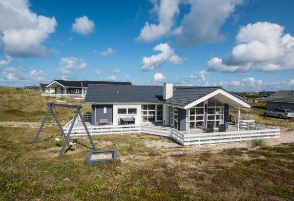 Charmantes Ferienhaus mit Aktivitätsraum – Strandnah