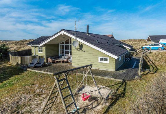 Ferienhaus mit großem Whirlpool und windgesch. Terrasse