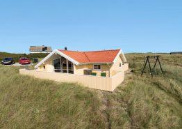 Gepflegtes und strandnahes Ferienhaus mit schöner Terrasse. Kat. nr.: B2721, Rauhesvej 51;