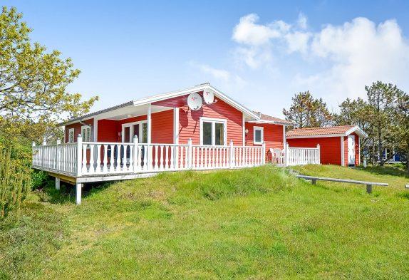 Hyggeligt feriehus med skønne terrasser