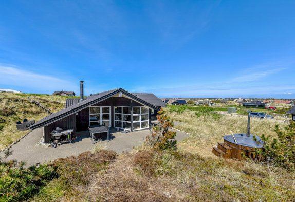 Ferienhaus mit Sauna auf geschütztem Dünengrundstück nur 200 Meter vom Strand entfernt