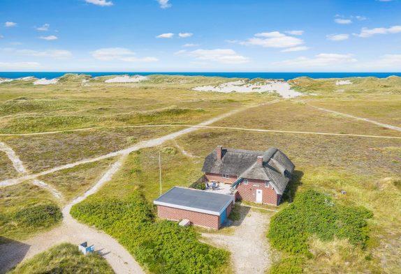 Gepflegtes Ferienhaus mit Reetdach im Naturschutzgebiet