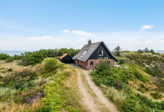 Schönes Ferienhaus mit Kaminofen, dicht am Fjord