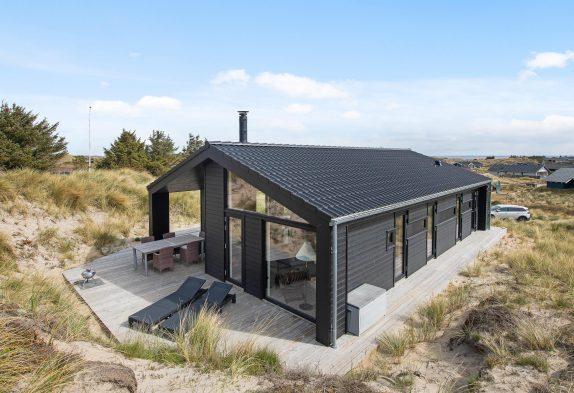 Schönes und strandnahes Ferienhaus mit überdachter Terrasse