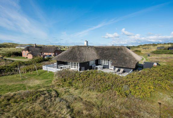 Ferienhaus mit Reetdach nah am Meer ? 2 Hunde erlaubt