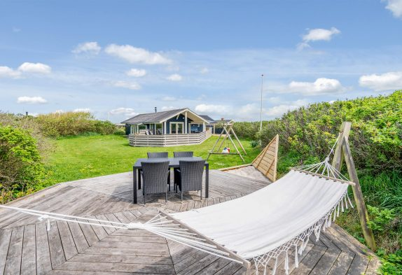 Ferienhaus mit Whirlpool und Sauna nah am Strand